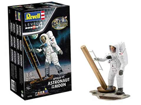 Revell - Apollo 11 Astronaut on The Moon, 1: 8 Scale Plastic Model Kit, (03702)